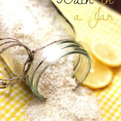 Try this Epsom Salt Foot Bath Detox in a Jar for yourself or as a homemade Christmas gift!