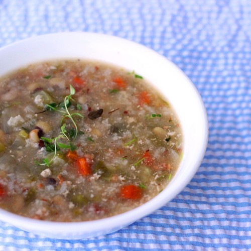 slow cooker black eye pea soup
