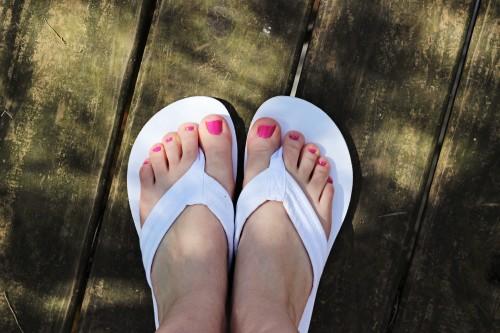 white flip flops kohls