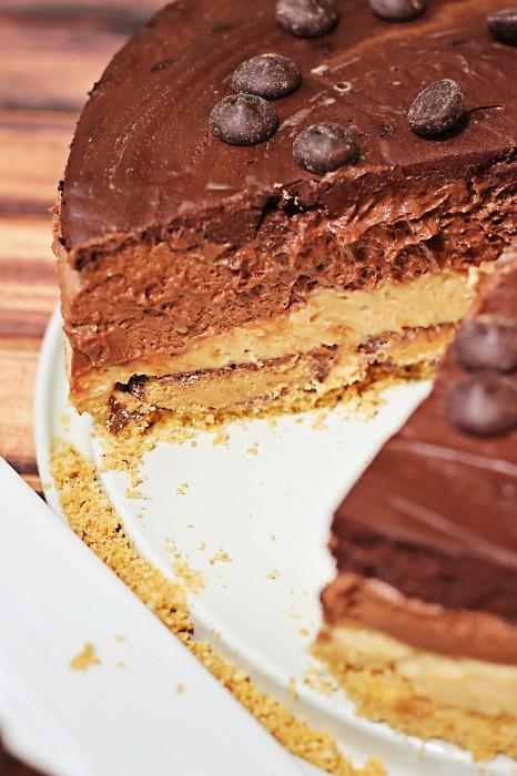 5 Layer Reese's Peanut Butter Chocolate Cheesecake. No Bake! #dessert
