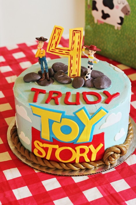 Toy Story Woody and Jessie cake