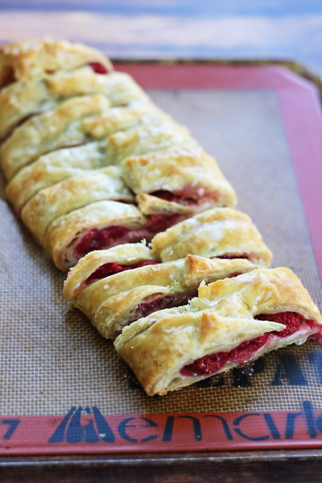 If you need easy breakfast ideas for a group or a special weekend breakfast for your family, this raspberry breakfast braid fits the bill!