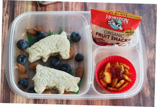 Make this simple bento box lunch for kids using a few farm animal themed items