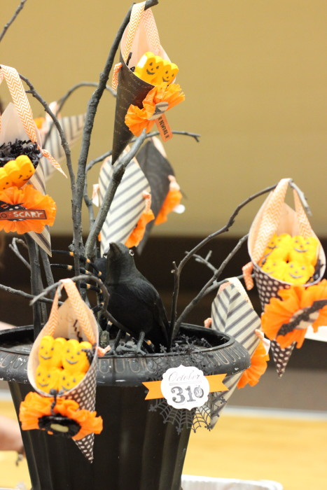 Need Halloween decorations for your home or Halloween party? Try this <a href=