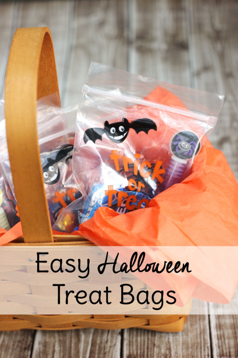 Easy Halloween Treat Bags with Oreo Glow-in-the-Dark - Sweet T ...