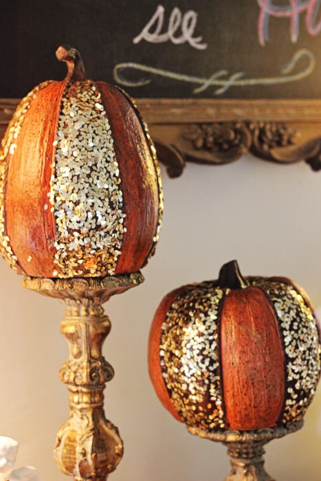 Glitter pumpkins Thanksgiving decorations DIY for the dessert table