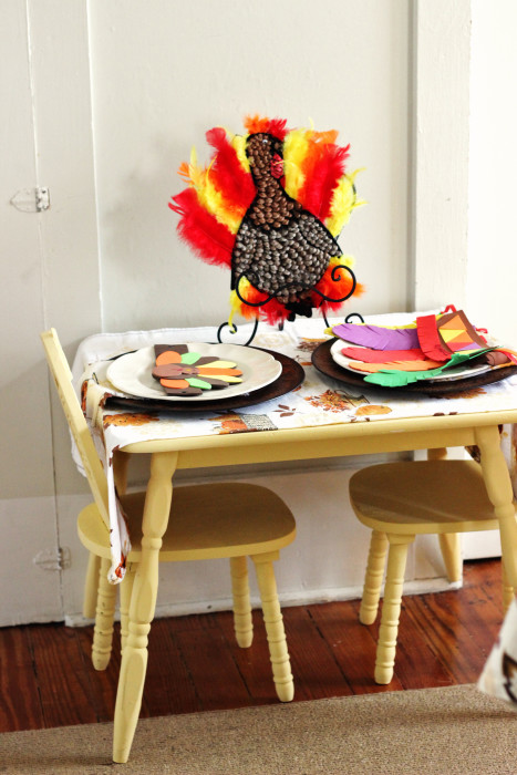 Thanksgiving decorations for the kids table