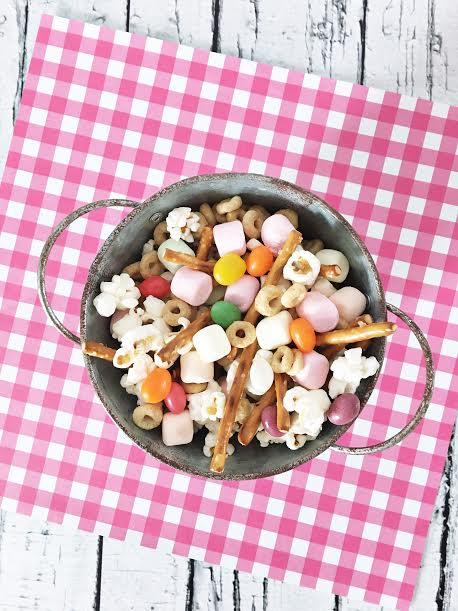 These easy homemade Easter treats double as an Easter craft thanks to the free printables. Use the bag toppers to package your bunny bait recipe to share with friends or the square labels to decorate a bucket of bunny bait for Easter dessert at the kid table!