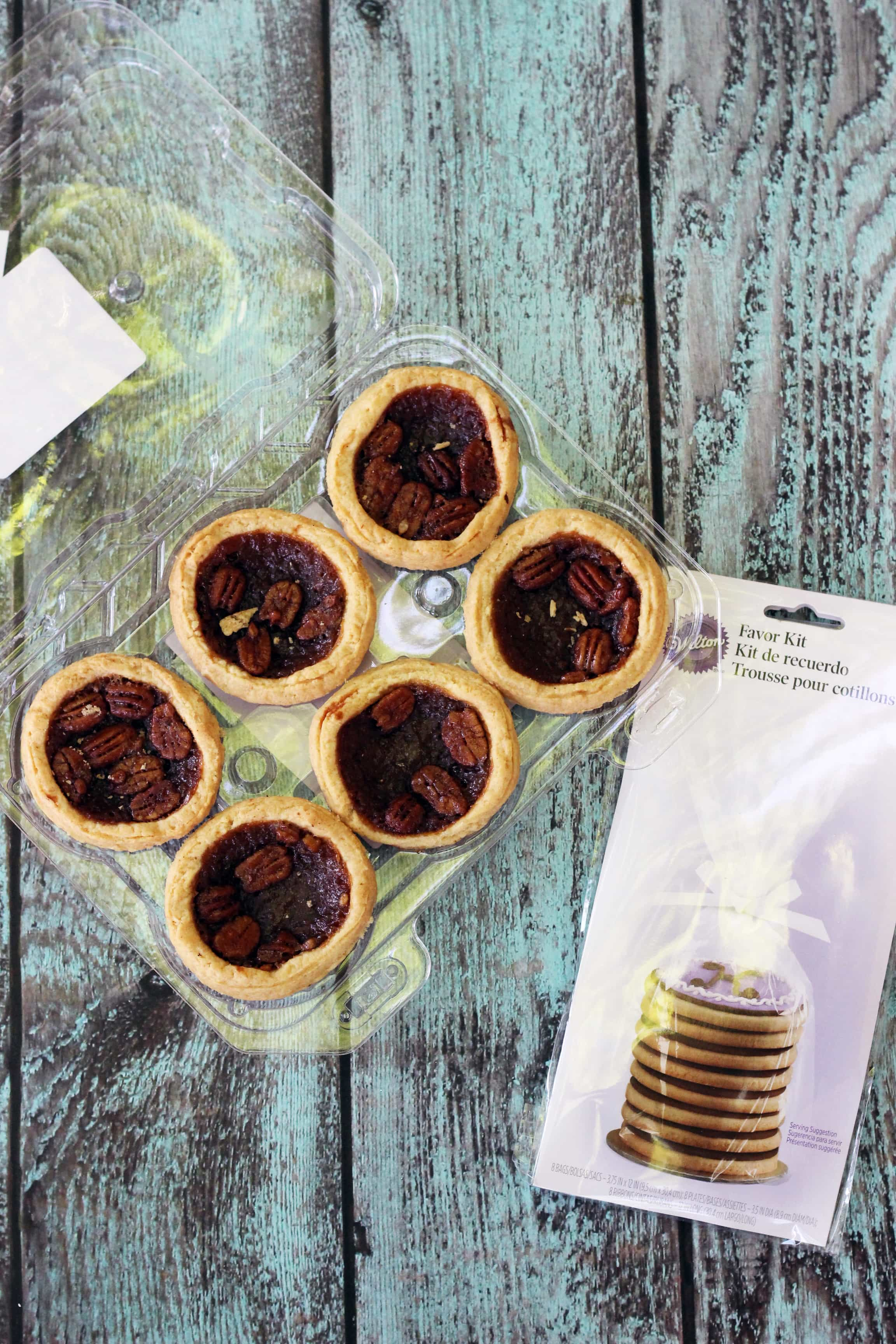 Homemade thank you gifts don't have to be complicated. Check out these easy gifts using mini pies from the bakery and a free printable!