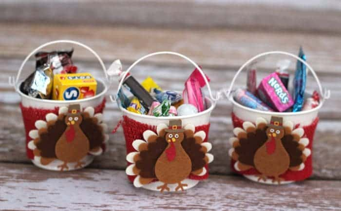 Wondering what to do with leftover Halloween candy? Make these cute Thanksgiving crafts with your kids! When you're done you'll have some Thanksgiving decorations for the kid's table that double as favors.