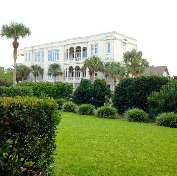 Travel to St. Simon's Island: Things to do on St. Simon's Island as well as where to eat and stay during your Golden Isles vacation.