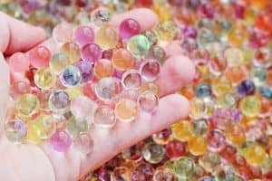 Sensory activities for preschoolers are a great way to help your kids explore the world. Try this water beads sensory bin for your next sensory play activity! I love that it's cheap and doesn't make a mess.