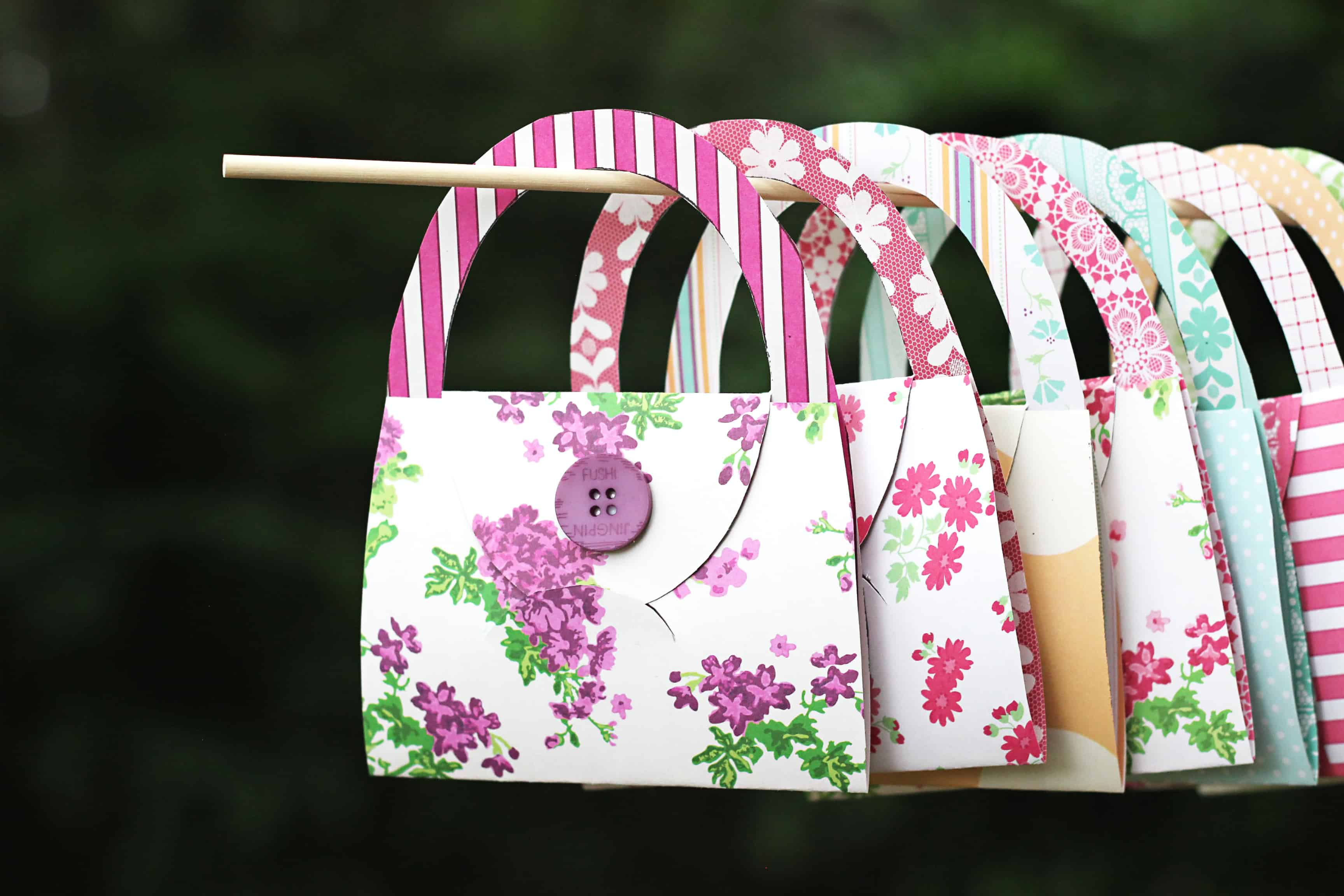 Need easy card making ideas? Try this free card making template to make these adorable cards that look like purses!