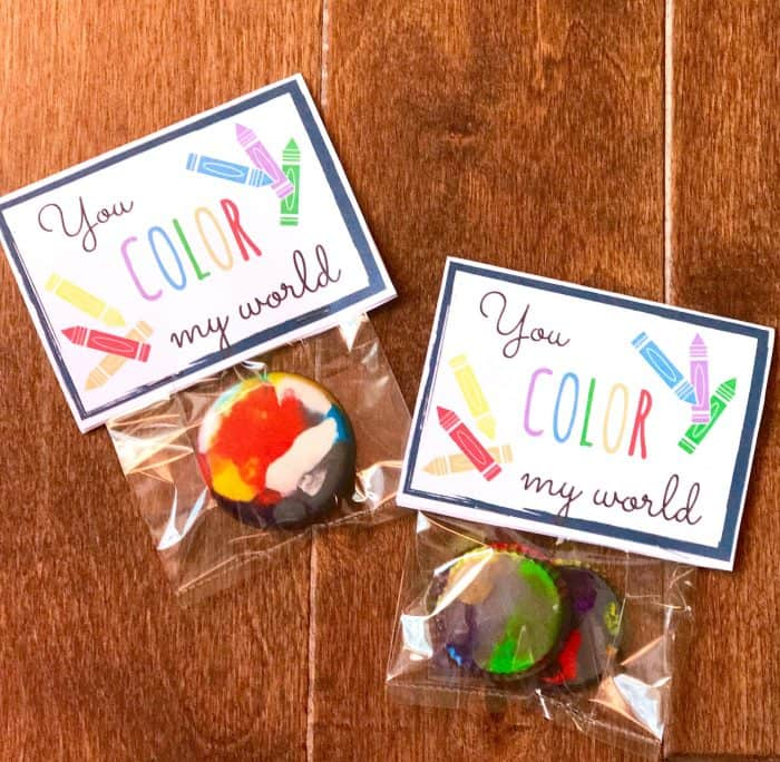 Use broken crayons from last year's school supplies for this fun broken crayons craft! Recycle broken crayons at home as a kids activity or use the free printable to make gifts or party favors.