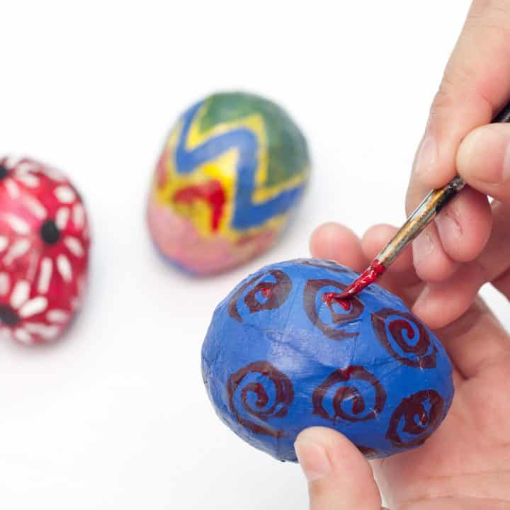 This Easter decorations DIY is a fun Easter craft for kids and adults to make together. Leave your paper mache Easter eggs unpainted for a more understated look, or paint them colorfully with your kids. #easterdecor #eastercrafts