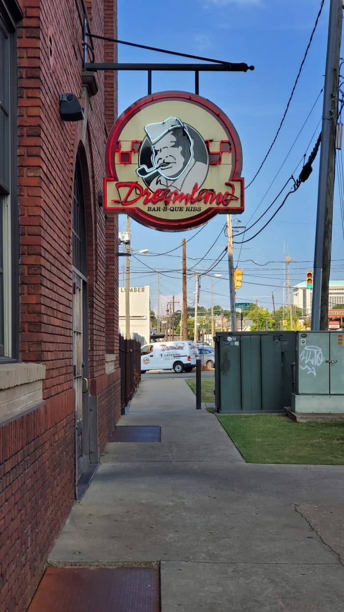 dreamland bbq sign